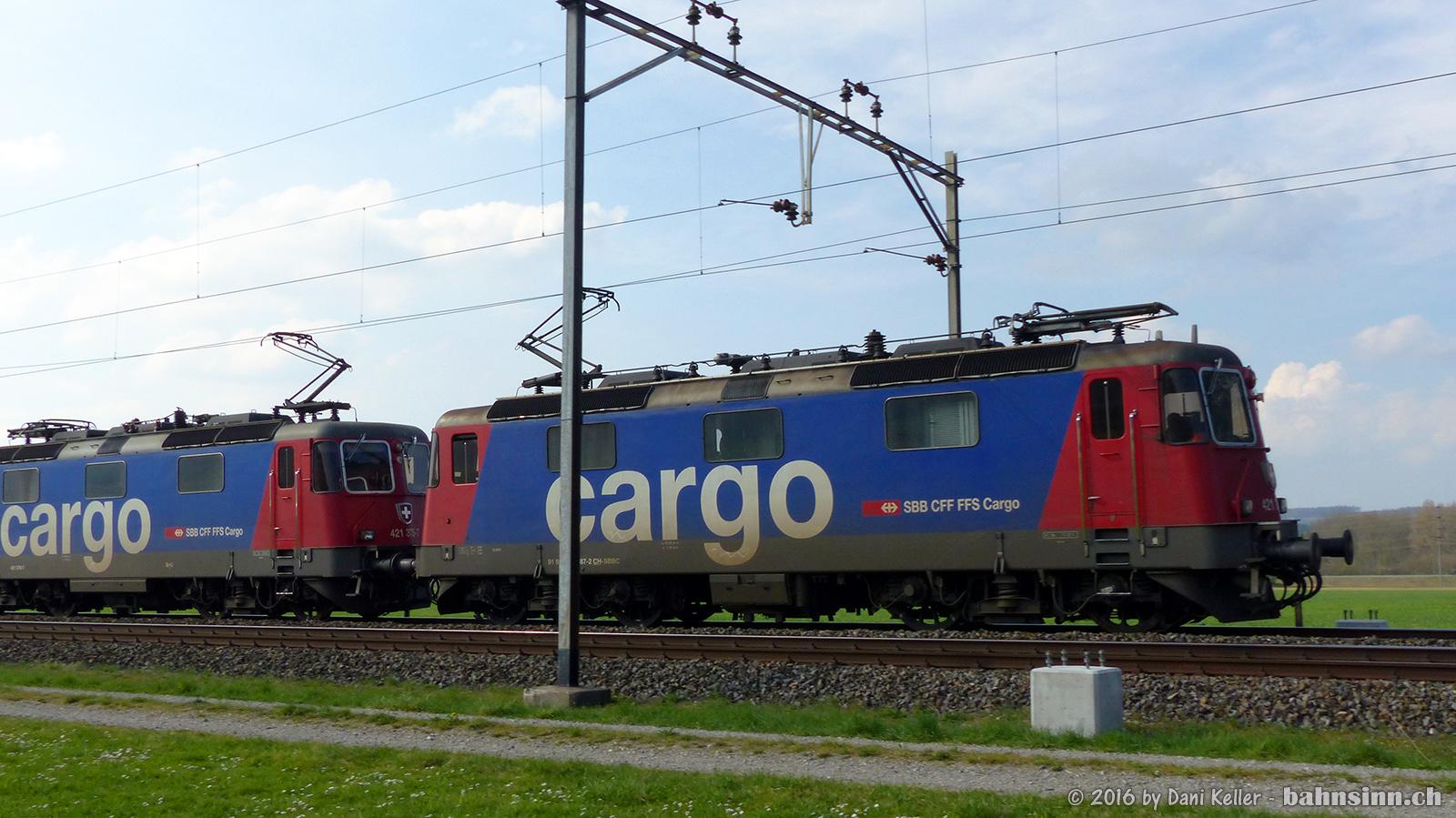 Werden wohl bald Geschichte sein, die typischen Fahrleitungsmasten auf der Thurhalstrecke.